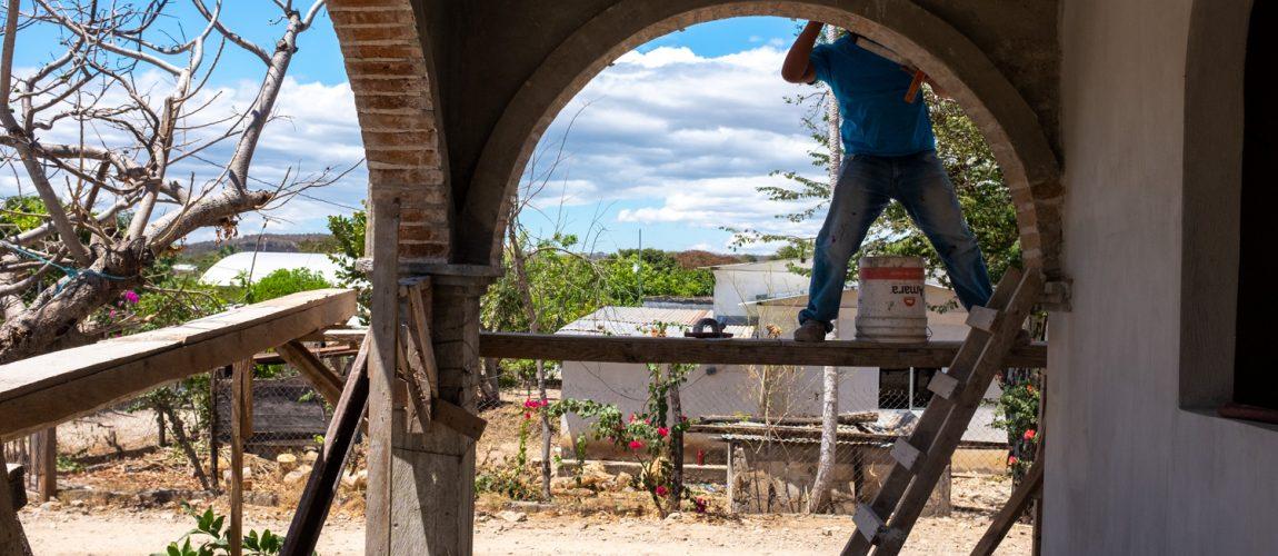Construcción de vivienda en Nueva Libertad, financiada con dinero enviado a los propietarios por migrantes a Estados Unidos. Nueva Libertad (El Colorado) 2020